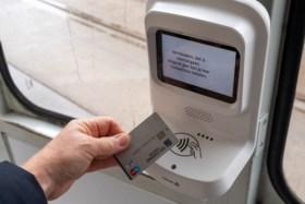 Cash betalen op tram of bus straks niet meer mogelijk