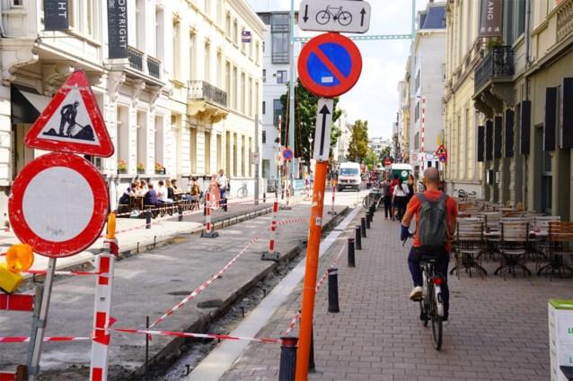 """Watteeuw: """"Onderzoeken of fietsers bij werken op trottoir mogen rijden"""""""