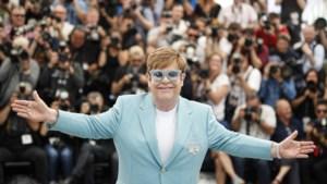 """Elton John geeft zich helemaal bloot in nieuwe biografie: """"Ik was zo stoned dat ik op set van videoclip mijn kleren uittrok"""""""