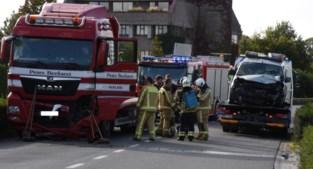 Truck en bestelwagen botsen op Hoogveld