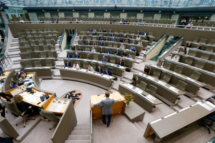 Laatste kans om gekneusde zielen toch nog iets te gunnen is voorbij: Vlaams Parlement deelt troostprijzen uit