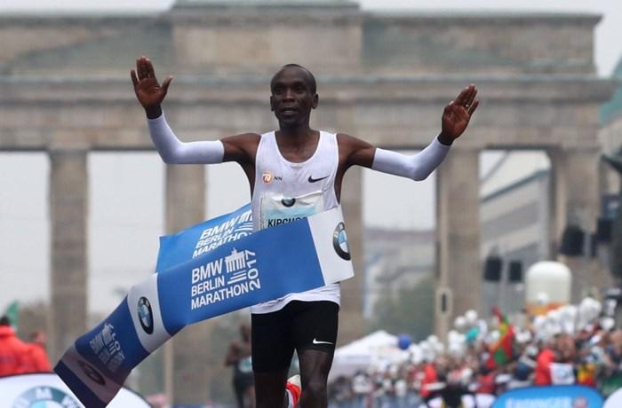 Wordt magische grens in marathon dit weekeinde gesloopt? Snelste 'Kip' wil straffe stunt realiseren (en krijgt daarvoor alle hulp)