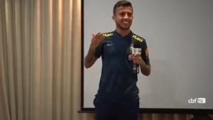 """Braziliaanse debutant gaat viraal met gênant verhaal, Neymar en co lachen zich kapot: """"Mijn telefoon staat niet meer stil"""""""