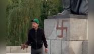 Duitse man gearresteerd na het schilderen van swastika op oorlogsmonumenten