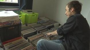 VIDEO. DJ Kim Mathijs verhuist en verkoopt duizenden van zijn LP's