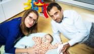 """Baby Pia heeft levensreddend medicijn gekregen: """"Ze is even vrolijk als anders, alles is vlot verlopen"""""""
