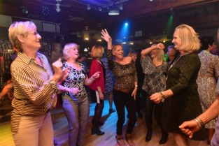 """Deze dancing is al meer dan halve eeuw 'Tinder in het echt' voor 55-plussers: """"Hebt gij misschien al iemand?"""""""