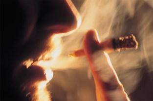 Stad Leuven spreekt rokers aan over hun peuken