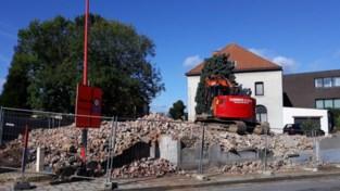 Voormalig jeugdhuis gesloopt voor overzichtelijk kruispunt