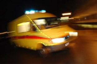 Twee jonge motorrijders zwaargewond na botsing