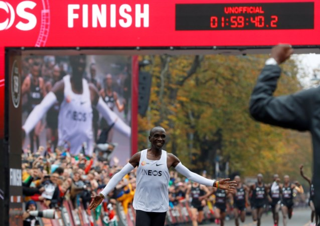 """Marathon in minder dan 2 uur, aan gemiddelde van 21 km/u: niets dan lof voor Eliud Kipchoge: """"Dat is gewoon sprinten"""""""
