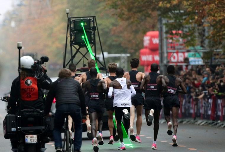 Herbeleef hier de magische recordpoging van Eliud Kipchoge, die als eerste een marathon liep in minder dan twee uur