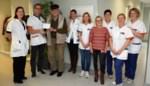 Weerman en volksspelendokter Gery Haerynck schenkt vijfhonderd euro aan dienst oncologie AZ Delta Torhout