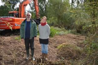 Poelen graven en ruimen voor kikkers en salamanders
