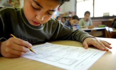 """""""Scholen spuien bewust mist"""": bijna helft ouders betaalt voor 'gratis' schoolmateriaal"""