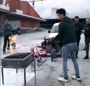 Stad leert leiders jeugdbewegingen branden blussen