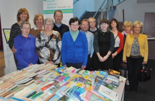 Nieuwe bibraad verwent leden en bezoekers met taart en grote boekenverkoop