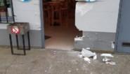 Deur uit muur gerukt bij inbraak kantine KSV De Ruiter