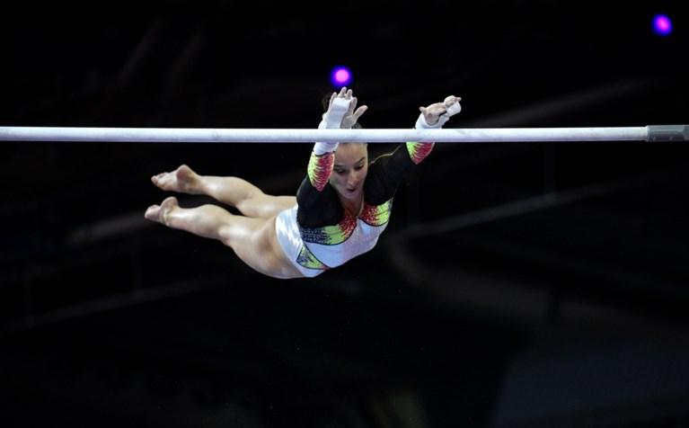 """Ze doet het opnieuw! Nina Derwael verlengt wereldtitel op brug met ongelijke leggers: """"Een onbeschrijfelijk gevoel"""""""