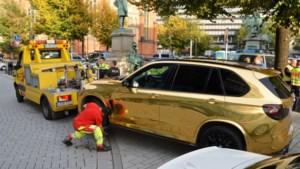 Gouden BMW blinkt zo hard dat politie hem laat wegslepen wegens 'te afleidend'