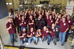Pijnders proeven als eerste Ros Beiaardbier van brouwerij Dilewyns