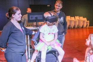 """Leukemiepatiëntje Helena (4) kreeg haar ritje op een vliegende eenhoorn: """"Mijn grootste droom is uitgekomen"""""""