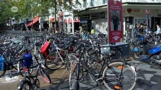 VIDEO. Fout geparkeerde fietsen getakeld