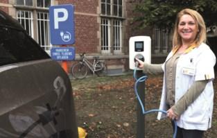 Elektrische laadpalen op parkings van ziekenhuis