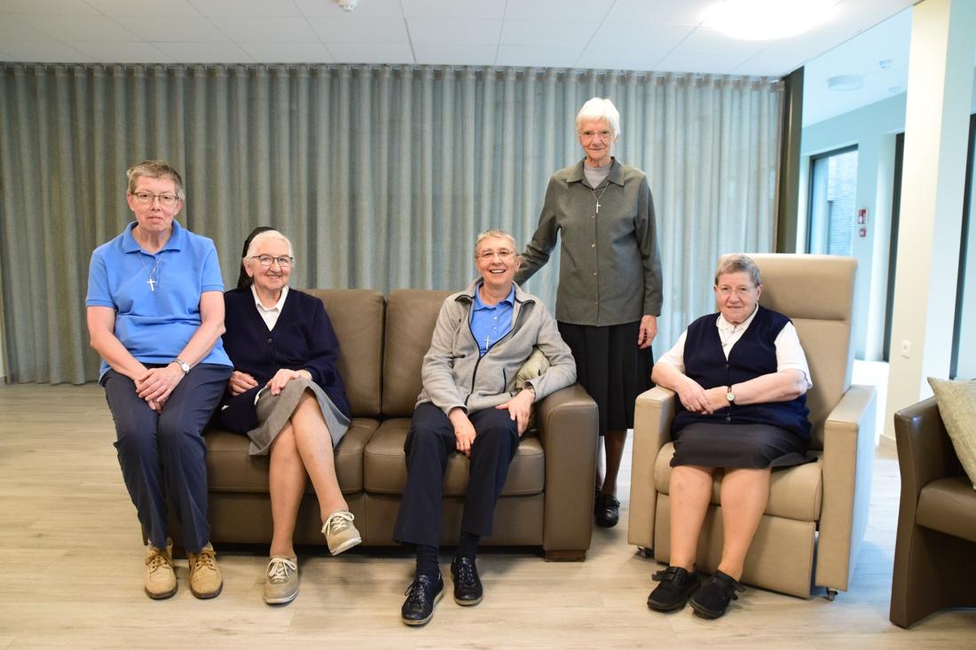 """Zusters enthousiast na verhuizing naar nieuw klooster: """"Precies alsof we met vakantie zijn in een hotel"""""""