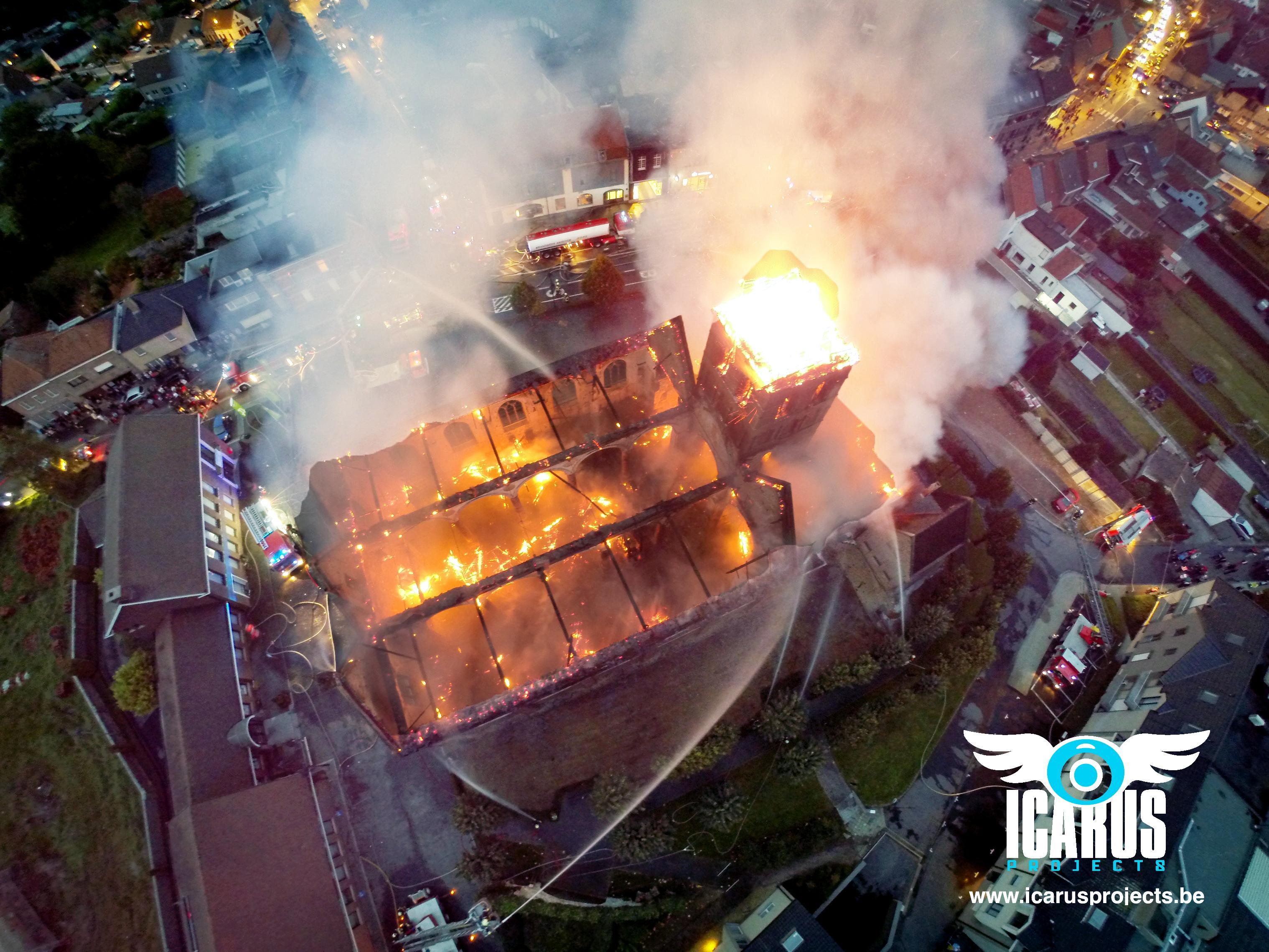 """Exact vijf jaar geleden kende Anzegem zijn eigen Notre-Dame-inferno: """"We hebben die dag al vaak herbeleefd"""""""