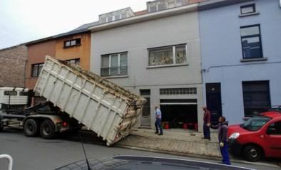 Vuilste huis van Sint-Amandsberg wordt proper gemaakt: drie dagen werk en een container van acht ton