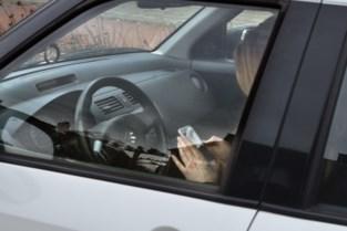 Controle in Deurne-Noord: tachtig bestuurders betrapt op gsm'en achter stuur