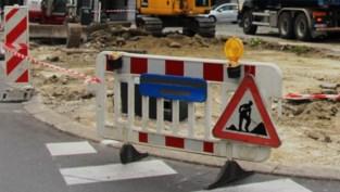 Drukke verkeersas Limbug Stirumlaan krijgt nieuwe asfaltlaag