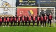 Turkse voetballertjes brengen militaire groet