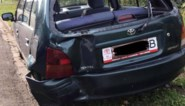 """Bestelwagen duwt geparkeerde auto tien meter voort: """"De bestuurder stapte uit, ruimde alles op en reed weg"""""""