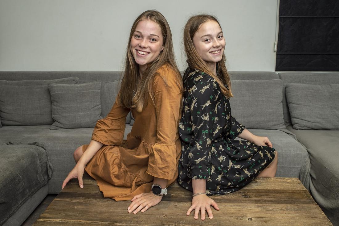 """Tweelingzussen Jade en Rhune (16) hopen samen op Olympische droom: """"Zal nooit pak friet bestellen als zij een belangrijke wedstrijd heeft"""""""