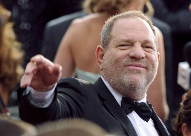 Boek onthult: hoe Weinstein een roddelblad, een tv-zender en veiligheidsagenten omkocht om seksueel misbruik te verstoppen