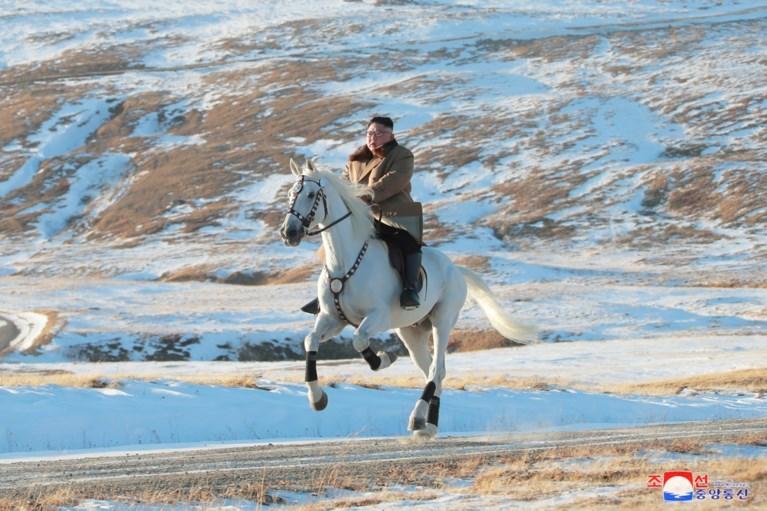 """Kim Jong-un beklimt hoogste berg van Noord-Korea te paard: """"Nu zal een groot plan komen dat de wereld zal verbluffen"""""""