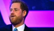 Prins Harry krijgt het moeilijk wanneer hij tijdens speech over het vaderschap vertelt