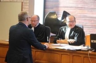 Rechter stuurt man die blijft rijden zonder rijbewijs meteen naar de cel: