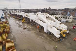 Eerste nieuwe brug aan Sportpaleis zondag geplaatst