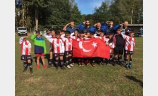 Meer clubs met 'saluerende' Turkse voetballertjes, voetbalbond plant overleg