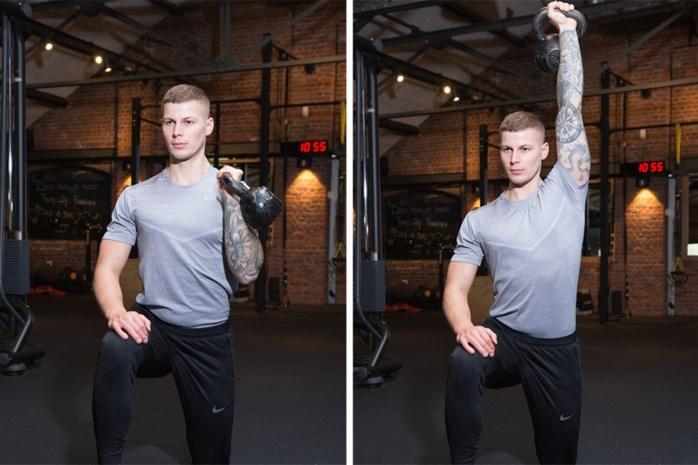 Stevige triceps en schouders met de kettlebell: onze fitcoach doet het voor