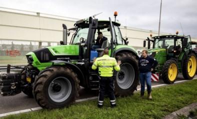 Protest van Nederlandse boeren dreigt uit de hand te lopen: agent aangereden op snelweg, 15 tractoren tegengehouden voor Binnenhof