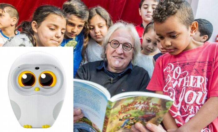 """""""Ik zet het in mijn testament: mijn boeken mogen niet voorgelezen worden door dat ding"""": Marc de Bel geen fan van voorleesuil"""