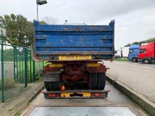 Vrachtwagen zó zwaar overladen dat de vonken eraf vliegen: betrokkenen naar politierechtbank
