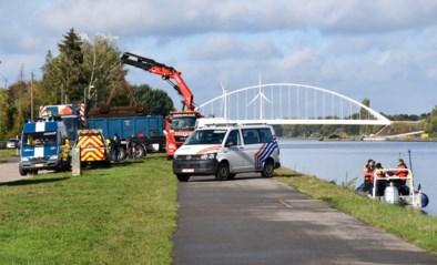 Politie haalt voertuig met lichaam van sinds 2009 vermiste vrouw uit Albertkanaal