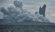 Indonesische vulkaan Anak Krakatau braakt rookwolken uit