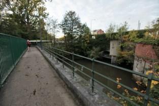Weddenschap loopt fout: brandweer moet jongen van twaalf bevrijden uit ondergronds waterkanaal