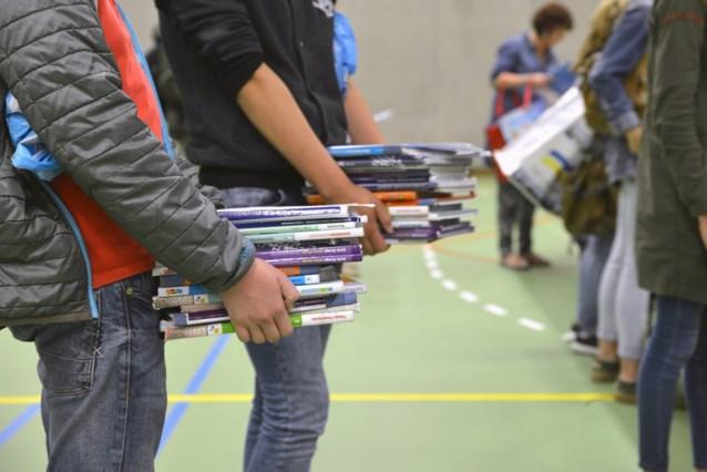 7.600 kinderen zonder boeken op school: onderwijsminister Ben Weyts belooft het probleem aan te pakken